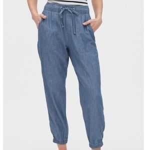Gap Jean Joggers in Chambray